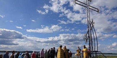 На месте падения челябинского метеорита поставили православный крест