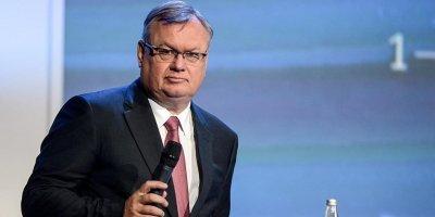 Глава ВТБ предложил шаги по отказу России от доллара