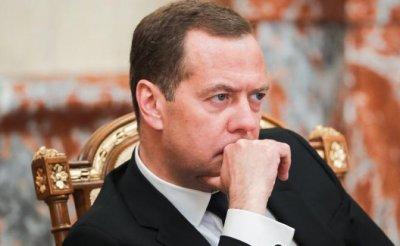 Медведев научно обосновал ущербность своей пенсионной реформы - «Экономика»