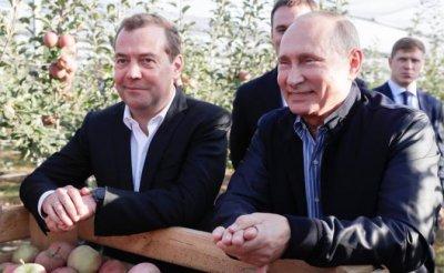Путин на Ставрополье подставил Медведеву плечо - «Политика»