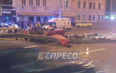 В Киеве авто протаранило отбойник: двое погибших - «Украина»