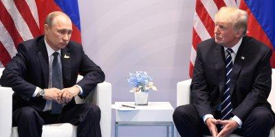 На отчеканенной в США памятной монете в честь встречи Путина и Трампа нашли три ошибки