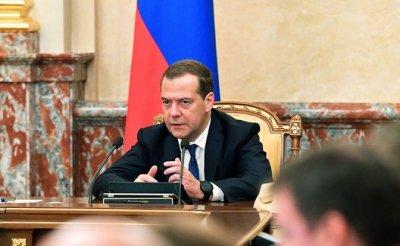 Правительство Медведева снова срывает майские указы Путина - «Экономика»