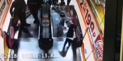 В ХМАО мальчик запустил младшего брата в торговой тележке с эскалатора