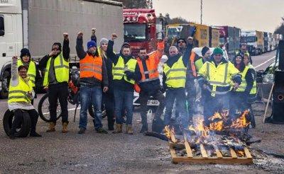 «Желтые жилеты» показали власти, что шутить с бензином опасно - «Мир»