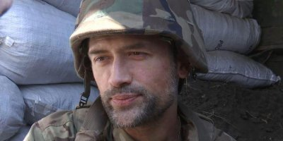 Воевавший в Донбассе актер Пашинин подрабатывает грузчиком и рад поесть за счет журналистов