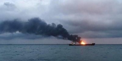 Число жертв пожара на судах в Керченском проливе выросло до 11