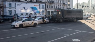 Грузовик Нацгвардии с боевиками попал в ДТП в центре Киева - «Новороссия»
