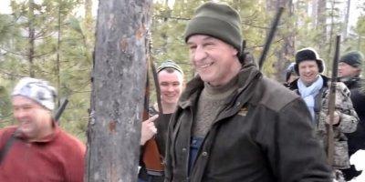 Петицию об отставке губернатора Приангарья за охоту на медведя подписало уже почти 30 тысяч человек