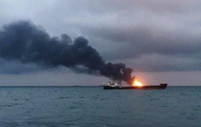 Под санкциями. В Керченском проливе горят танкерыСюжет - (видео)