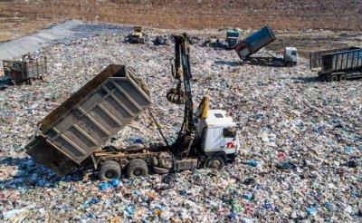 Россиян заставят дорого заплатить за вывоз мусора, но травить не перестанут - «Недвижимость»