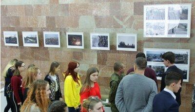 В Луганске открылась выставка «Непокоренные», посвященная годовщине Дебальцевской операции - «Новороссия»