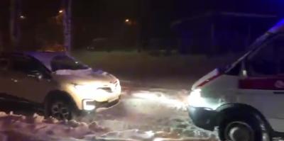 """В Подмосковье полицейский заблокировал едущую по вызову """"скорую"""""""