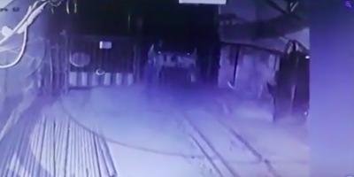 Камеры засняли, как неуправляемый электровоз падает в ствол челябинской шахты