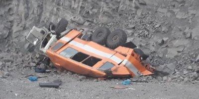 Кузбасские шахтеры погибли при падении КамАЗа с обрыва