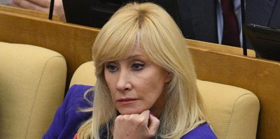 """""""Недалекие мужланы"""": Оксана Пушкина призвала политиков перестать навязывать женщинам роль инкубатора"""