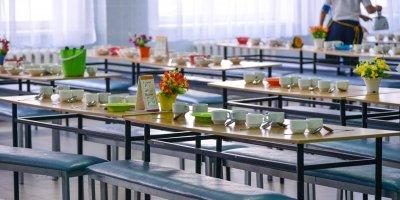Отменять бесплатное питание для младших классов в школах Екатеринбурга не будут