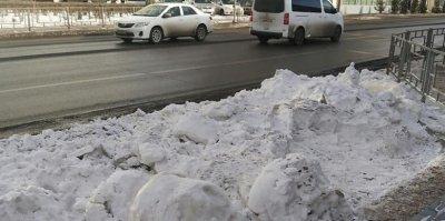 Перед Универсиадой в Красноярске начали маскировать черный от угля снег