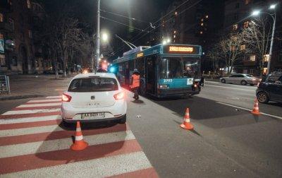 В Киеве ДТП с участием троллейбуса: пострадал годовалый ребенок - «Украина»