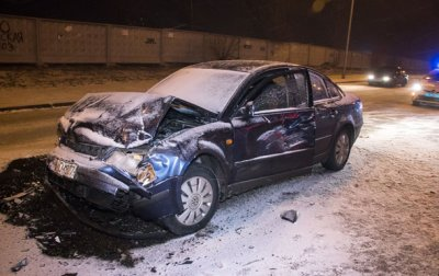 В Киеве столкнулись три авто - (видео)