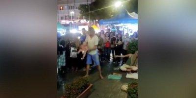 В Малайзии отпустили россиян, жонглировавших младенцем на улице
