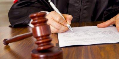 В Нижнем Новгороде заказчица несостоявшегося убийства попыталась взыскать деньги с киллера через суд