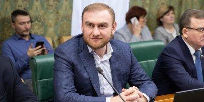 Через полтора месяца после ареста Арашукова его временно отстранили от должности сенатора