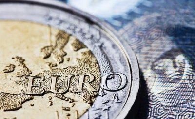 Лихорадка евро: Менять на доллары, менять на рубли или подождать до мая - «Экономика»