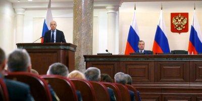 Медведев пообещал наложить мораторий на изменения в налоговой системе