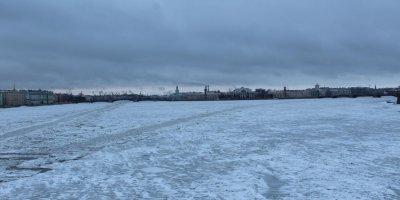 Под Петербургом двое взрослых и ребенок провалились под лед