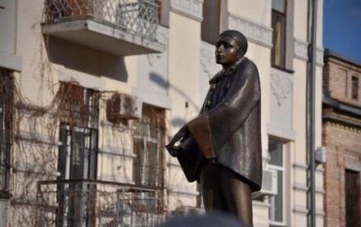 В Киеве открыли памятник звезде шансона Вертинскому - «Украина»