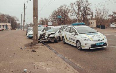 """В Киеве полицейский Prius """"влетел"""" в столб - «Украина»"""