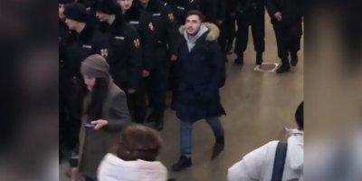 В Москве пранкер с пистолетом пошутил над Росгвардией