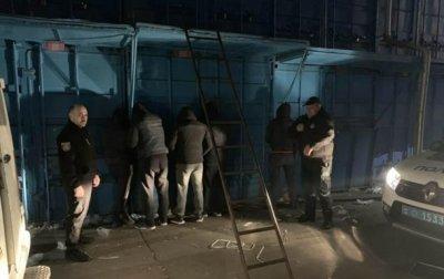 В Одессе банда ночью грабила рынок - (видео)