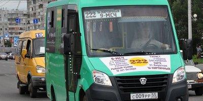 В Омске водитель маршрутки вытолкнул умирающего пассажира и уехал