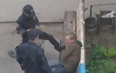 В Сумах за избиение пьяного полицейскую отправили в тюрьму - (видео)