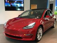 Участникам конкурса хакеров Pwn2Own удалось взломать Tesla Model 3. За это они получили электромобиль в подарок - «Автоновости»