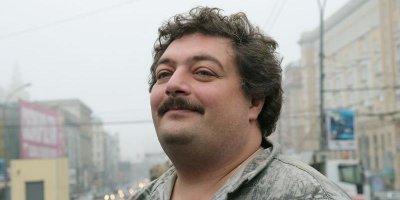 Писатель Дмитрий Быков госпитализирован с инсультом, он в коме