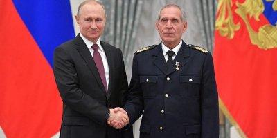 Путин вручил звезду Героя Труда рыбаку, возродившему промысел сардин-иваси