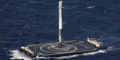 SpaceX потеряла в океане ступень Falcon Heavy