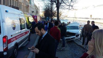В центре Санкт-Петербурга автомобиль въехал в толпу пешеходов - «Новороссия»