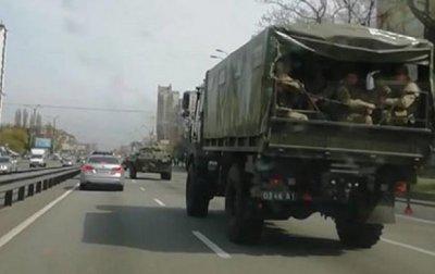 В Киеве заметили колонну военной техники - «Украина»