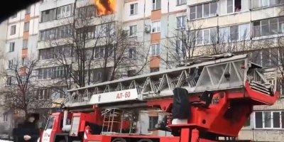 В Кирове пожарная машина застряла в грязи в 20 метрах от горящей квартиры