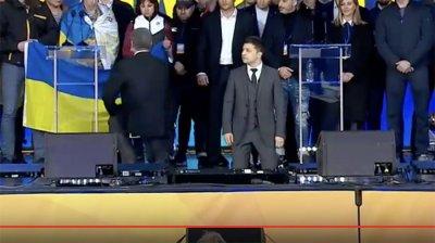 Зеленский и Порошенко встали на колени перед родственниками убийц жителей Донбасса - «Новороссия»