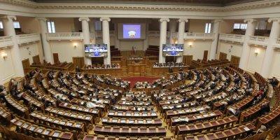 60 региональных депутатов отчитались о доходе ниже прожиточного минимума
