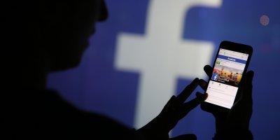 Австралийского министра заметили за восхвалением себя в Facebook