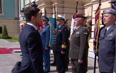 В Генштабе рассказали, почему генерал не отдал честь Зеленскому - (видео)