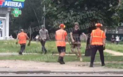 """В Киеве коммунальщики подрались с """"местными"""" - «Украина»"""
