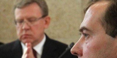 Медведев посоветовал Кудрину работать, а не рассуждать о бедности
