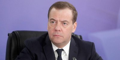 Медведев предложил увеличить 50-рублевое пособие по уходу за ребенком, но только для бедных